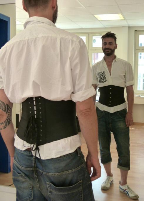 Ribbonkorsett Anfertigung auch für Herren geeignet - Kurs von Beata Sievi
