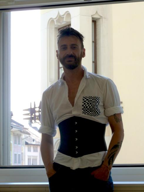 Ribbonkorsett Anfertigung auch für Herren geeignet - Roger Handermann im Kurs von Kurs von Beata Sievi