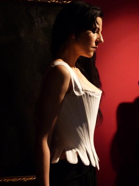 Anprobe mit Nico Destillat, Kurs von Beata Sievi, Arbeit vom Roger Handermann