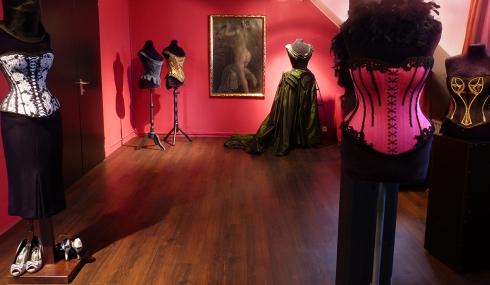 Korsett Atelier entre nous - Vortrag und Apero für alle Damenschneiderinnen , die sich für Korsetterie interessieren.